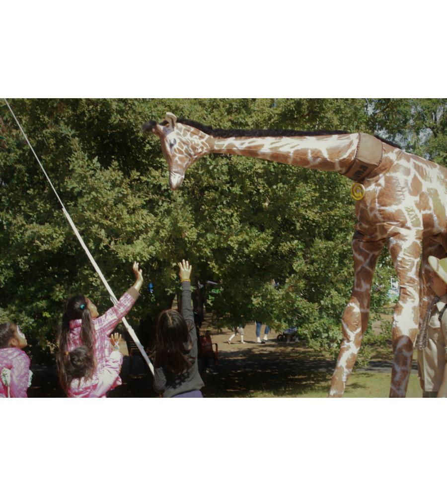 Gemma Giraffe Stilt Walkers Australia_soliq 7