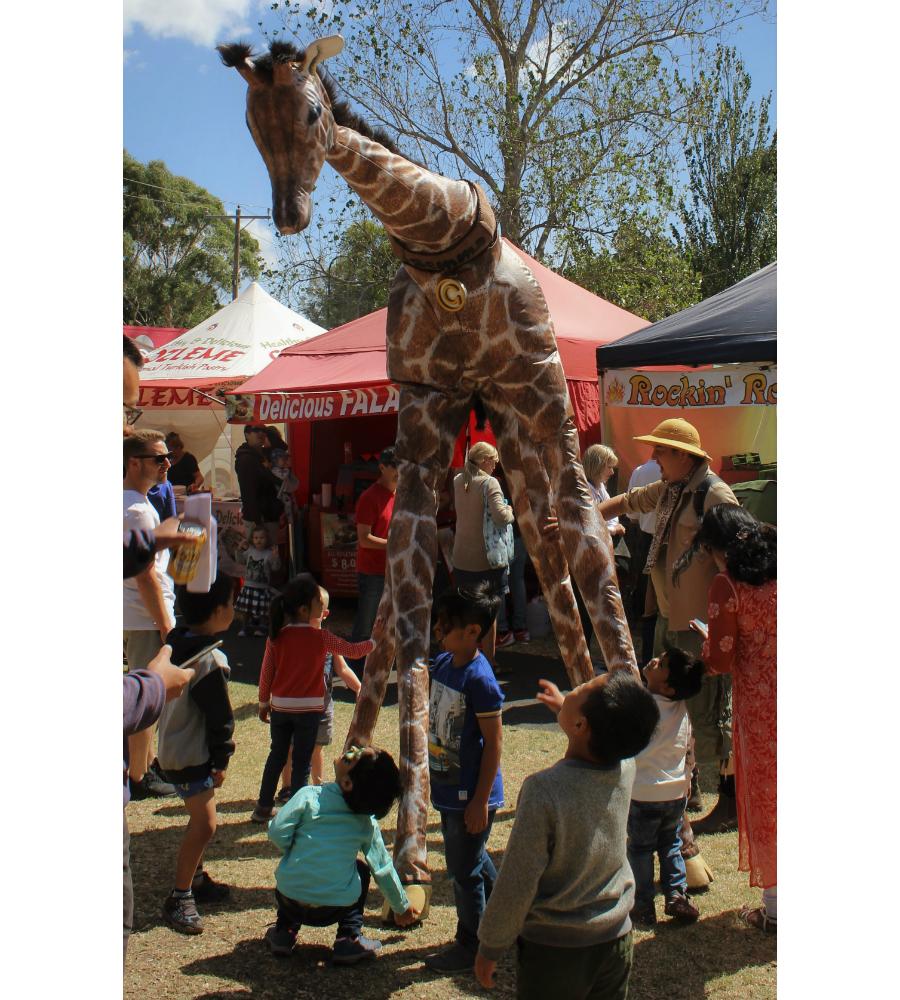 Gemma Giraffe Stilt Walkers Australia_soliq 5